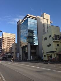 MORI社会保険労務士事務所は真ん中のビルの6階です。
